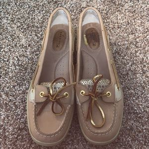 ✨GOLD SPERRY TOP-SIDER FLATS✨
